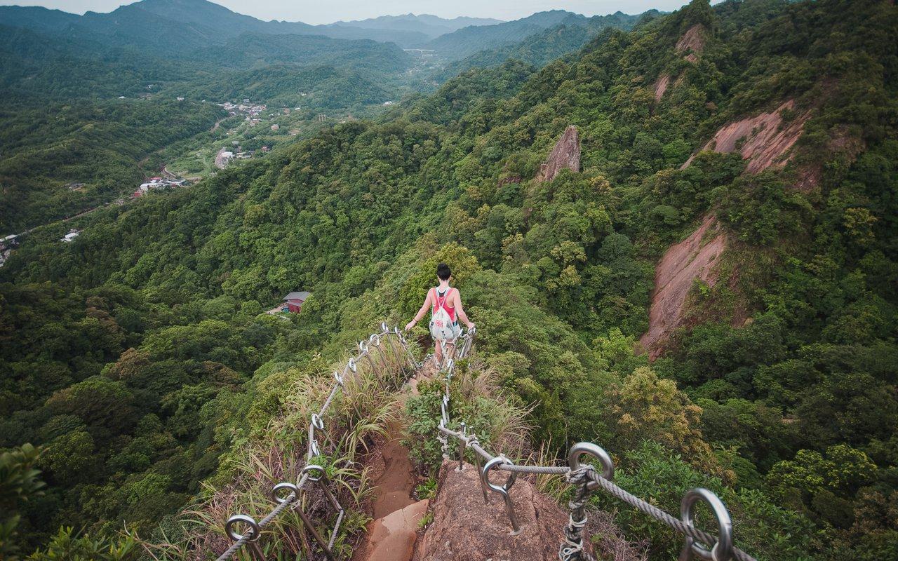 AWAYN IMAGE Hiking PingXi Crags