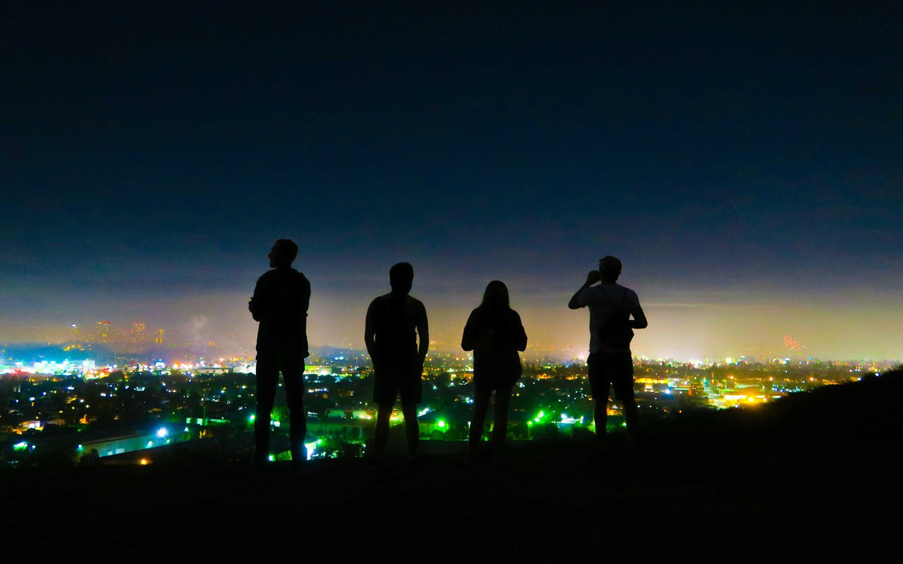 AWAYN IMAGE Get a view of LA downtown at Baldwin Hills Scenic Overlook