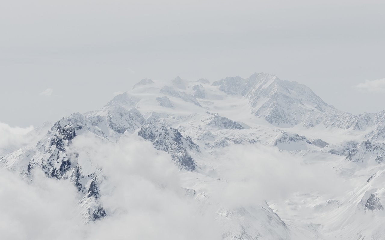 AWAYN IMAGE Ski to Goc Mountain