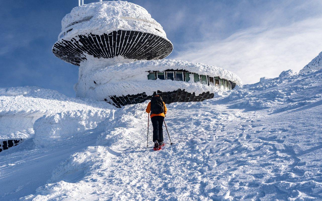 AWAYN IMAGE Winter Snowshoeing trip to Sněžka