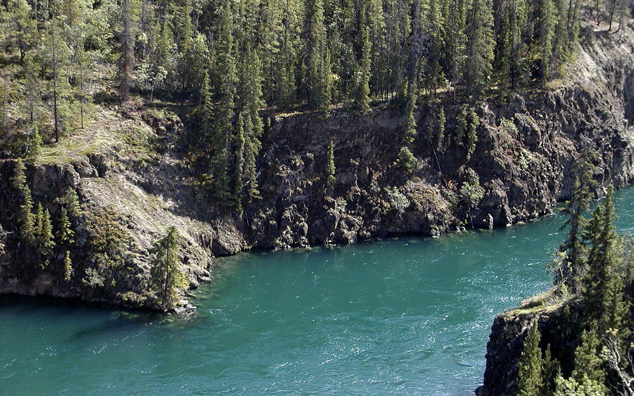 AWAYN IMAGE Yukon River Chilling Time