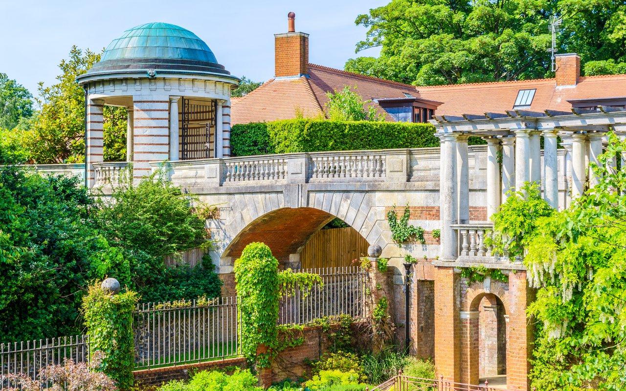 AWAYN IMAGE Hampstead Pergola & Hill Gardens