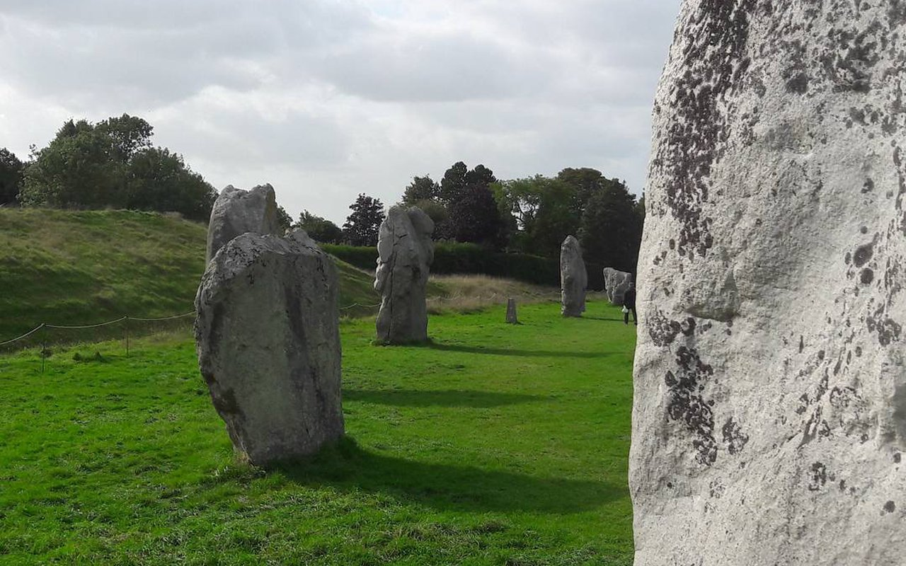 AWAYN IMAGE Avebury Stone Circle (Hike)