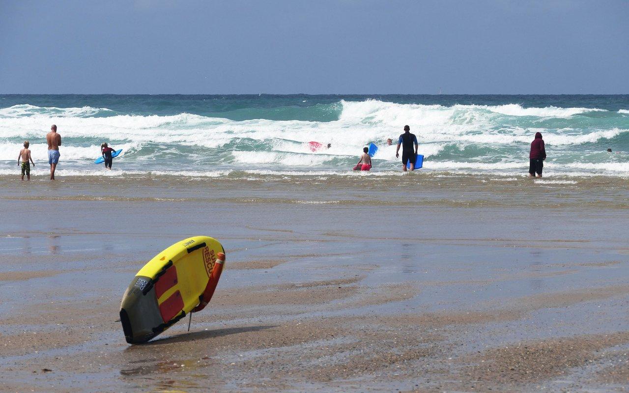 AWAYN IMAGE Perranporth (Droskyn) surfing