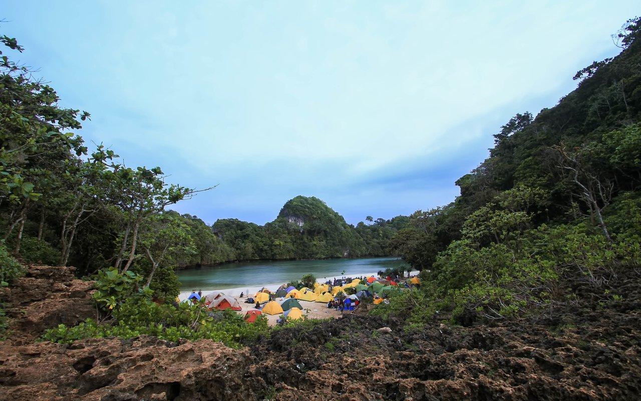 AWAYN IMAGE Sempu Island