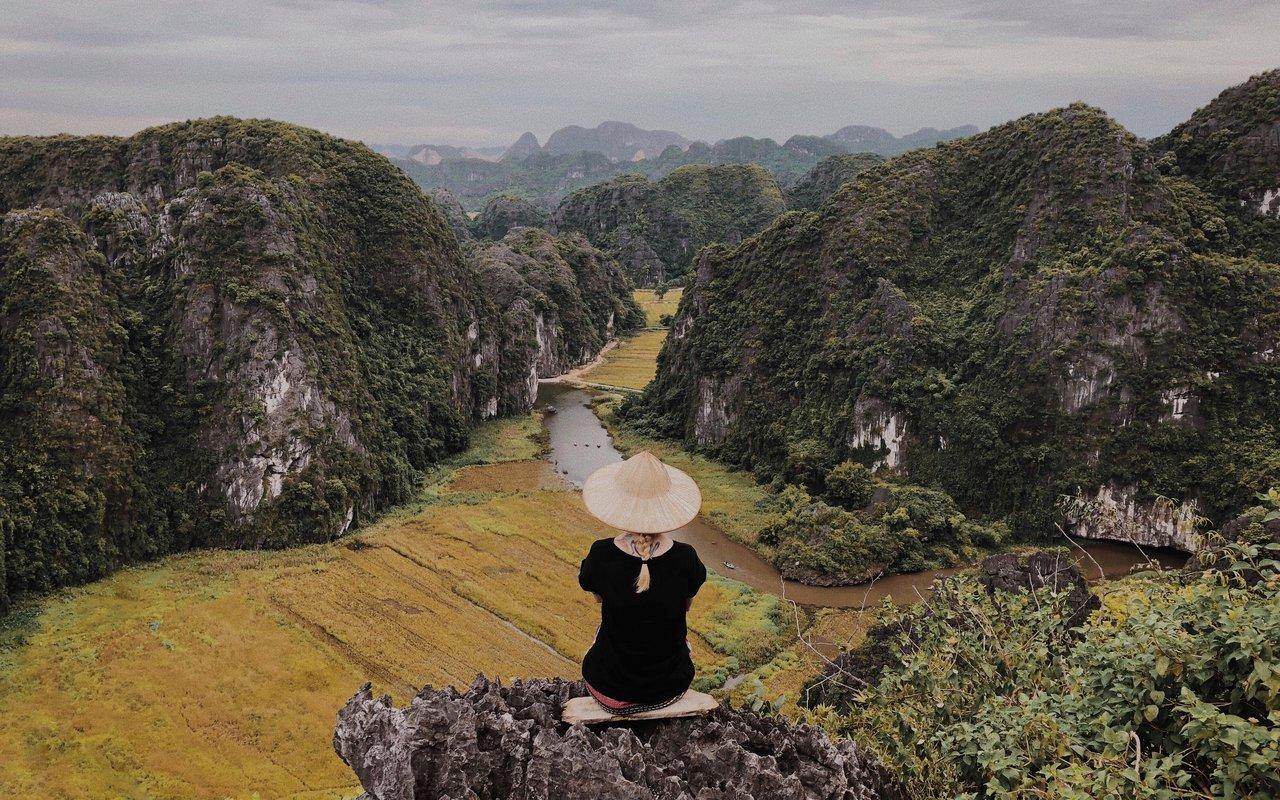 AWAYN IMAGE Tam Coc and Ninh Binh