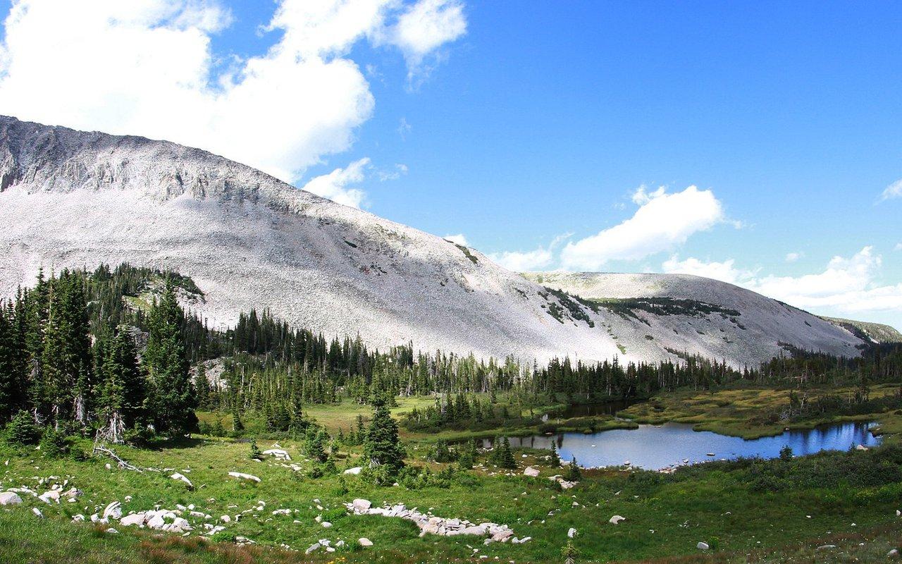 AWAYN IMAGE Blue Lakes Trail