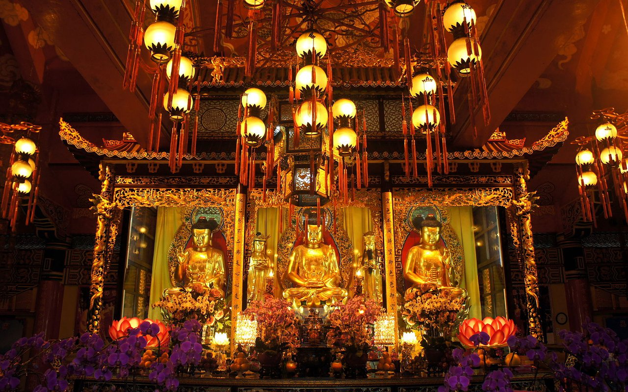 AWAYN IMAGE Po Lin Monastrery
