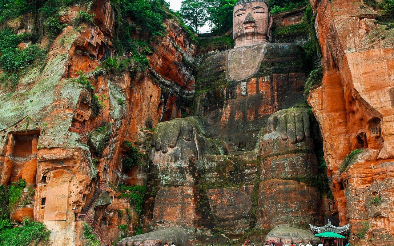 AWAYN IMAGE Visit to Leshan Giant Buddha