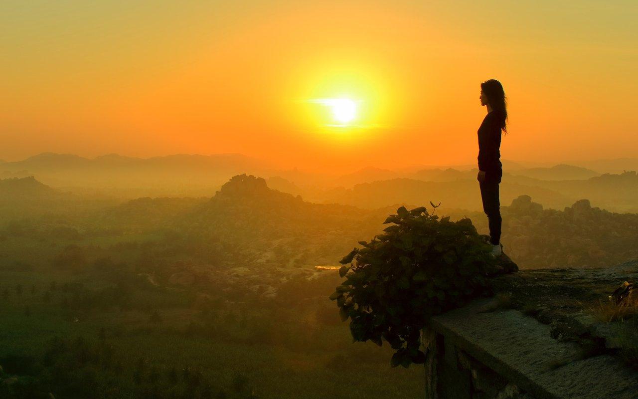 AWAYN IMAGE Hampi ruins hills, meeting sunrise sunset