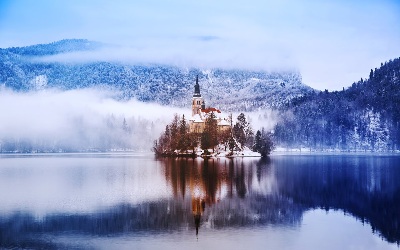 AWAYN IMAGE Vista View Lake Bled