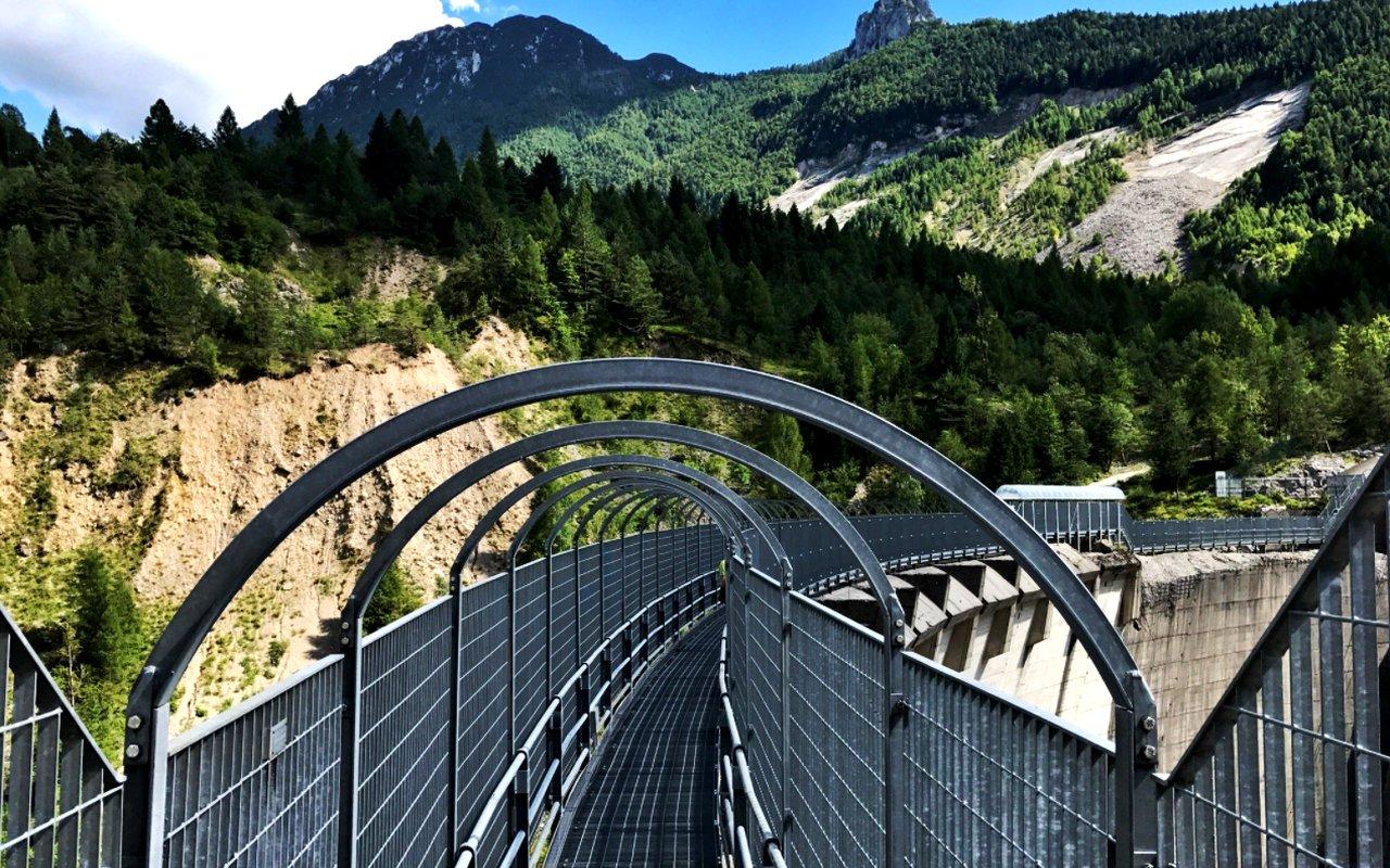 AWAYN IMAGE Hike to Diga del Vajont (Dame)