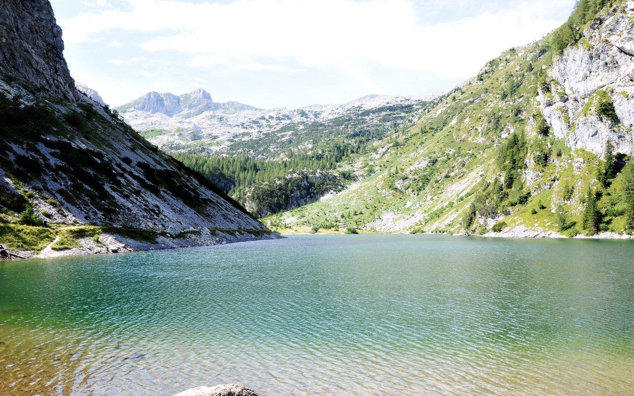 AWAYN IMAGE Hike & Chill in The Krnsko jezero lake