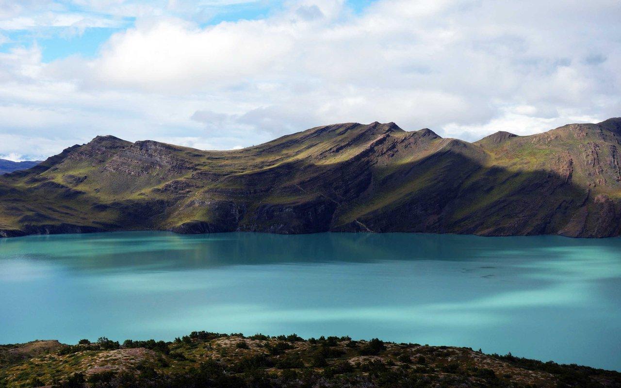 AWAYN IMAGE Hiking in Torres del Paine