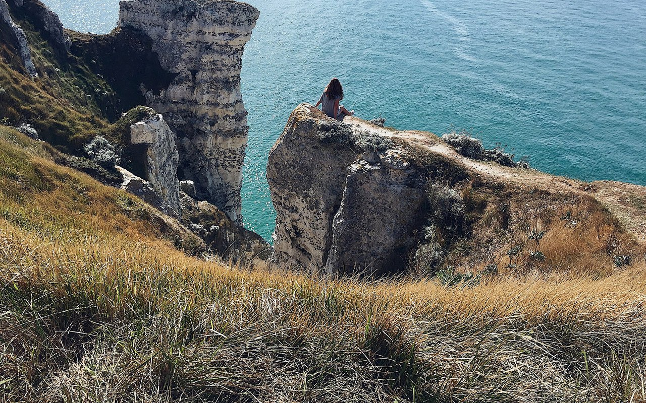 AWAYN IMAGE Climb the Étretat Cliff