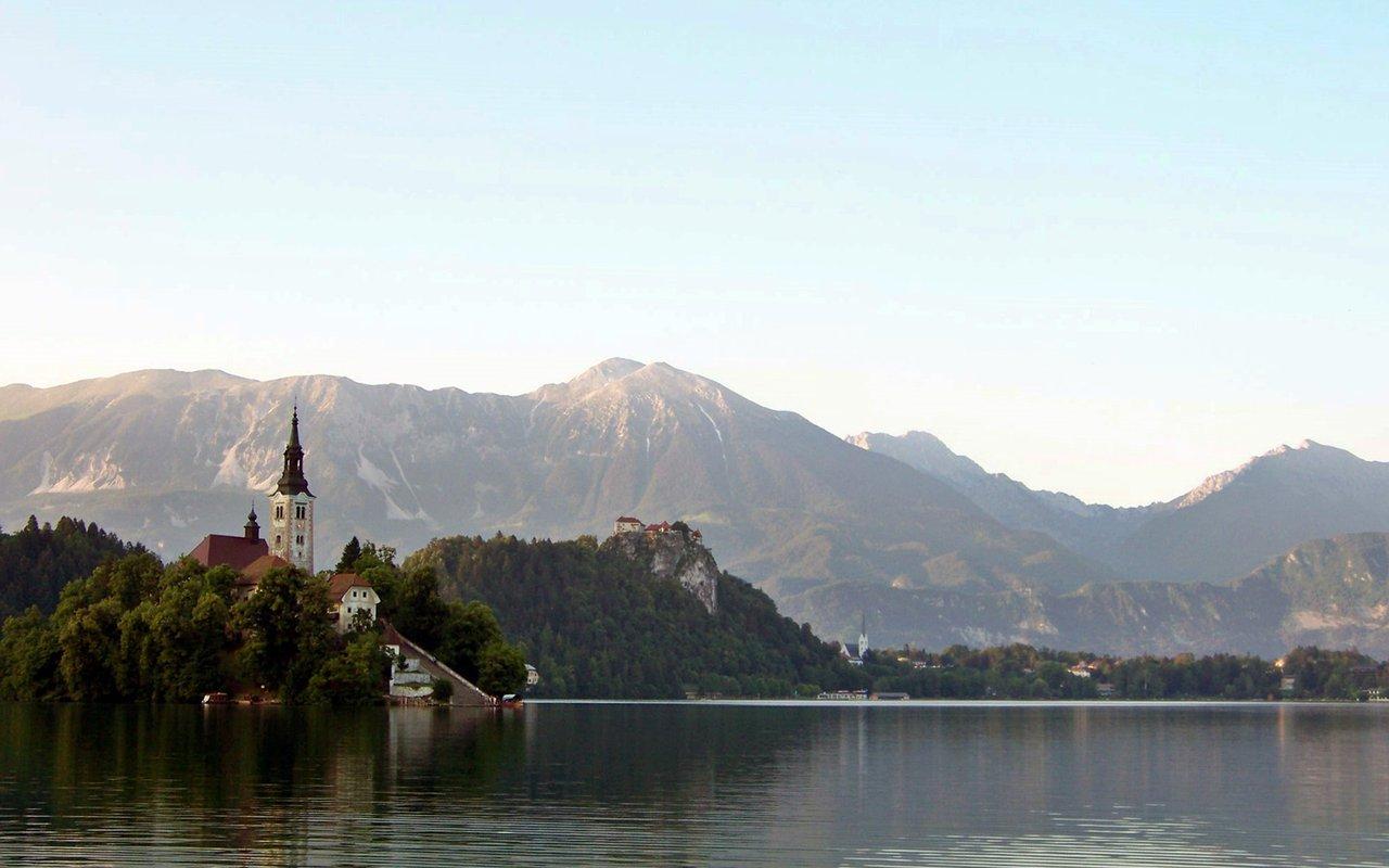 AWAYN IMAGE Hike around Lake Bled, Slovenia