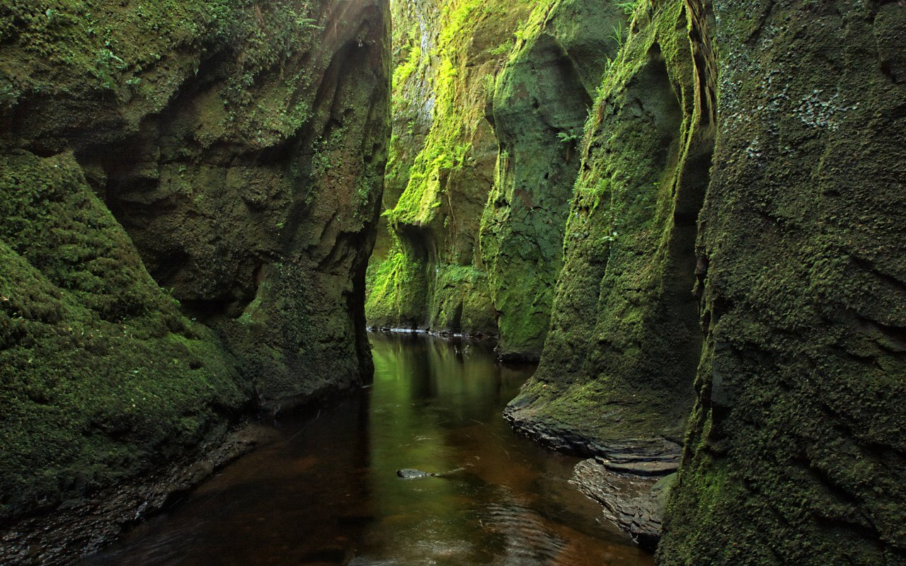 AWAYN IMAGE Hike in The Devil's Pulpit (Finnich Glen)