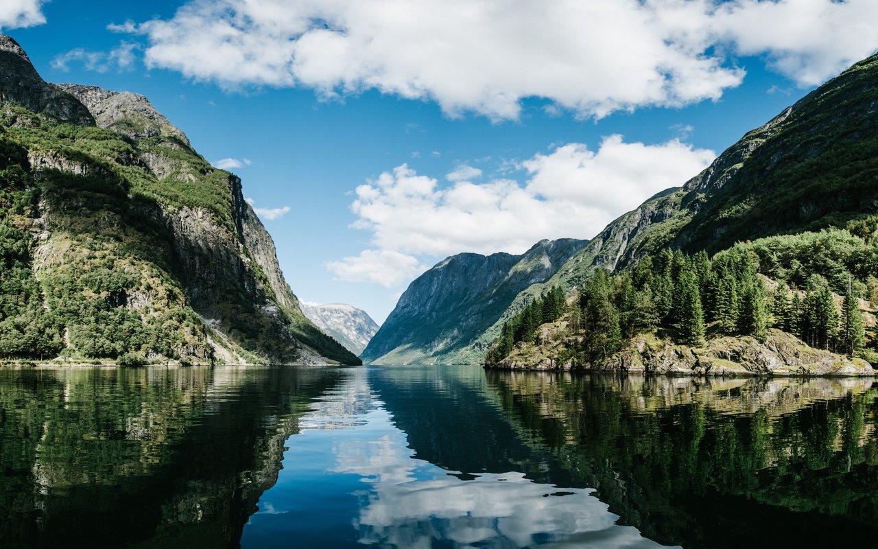 AWAYN IMAGE Hike in Ulriken Bergen, Norway
