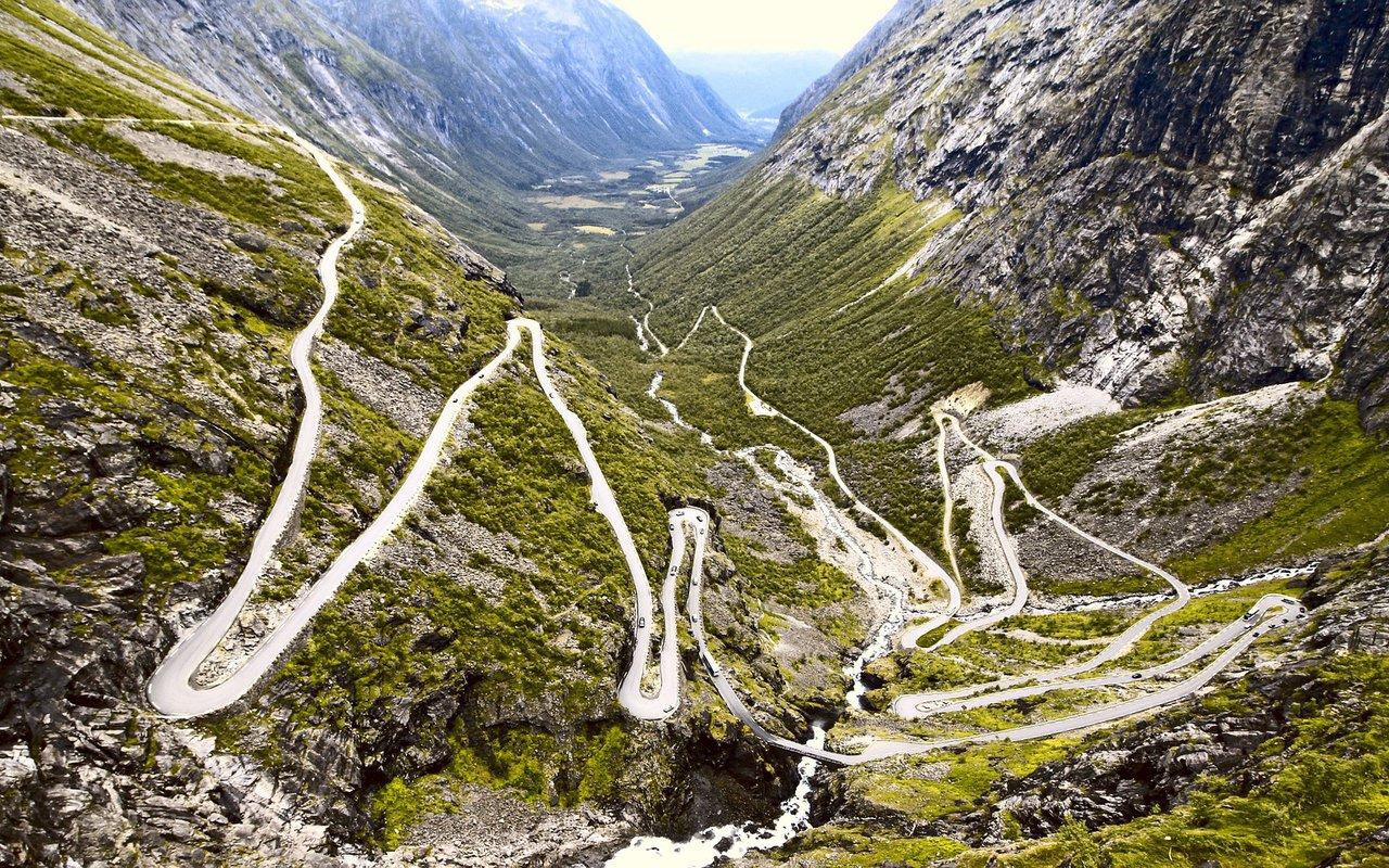 AWAYN IMAGE Dribe & Hike Trollstigen (Troll's Footpath)