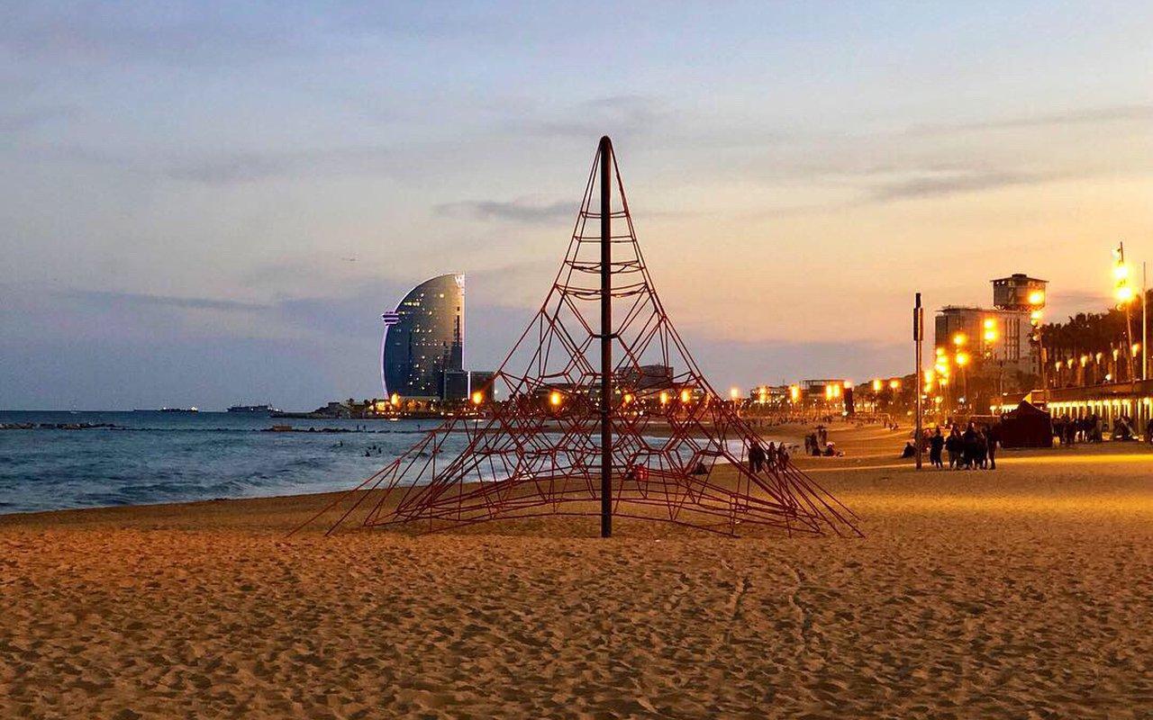 AWAYN IMAGE Beach day at Barceloneta