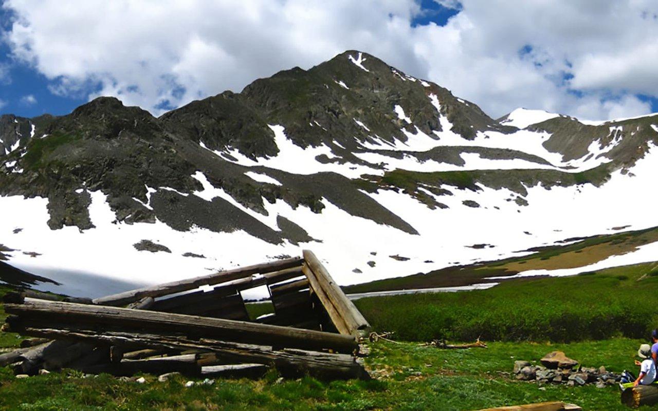 AWAYN IMAGE Crystal Lake Hike