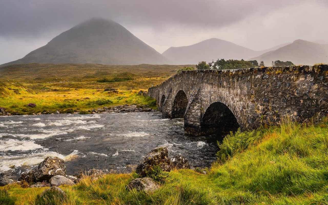 AWAYN IMAGE Bridge at Sligachan