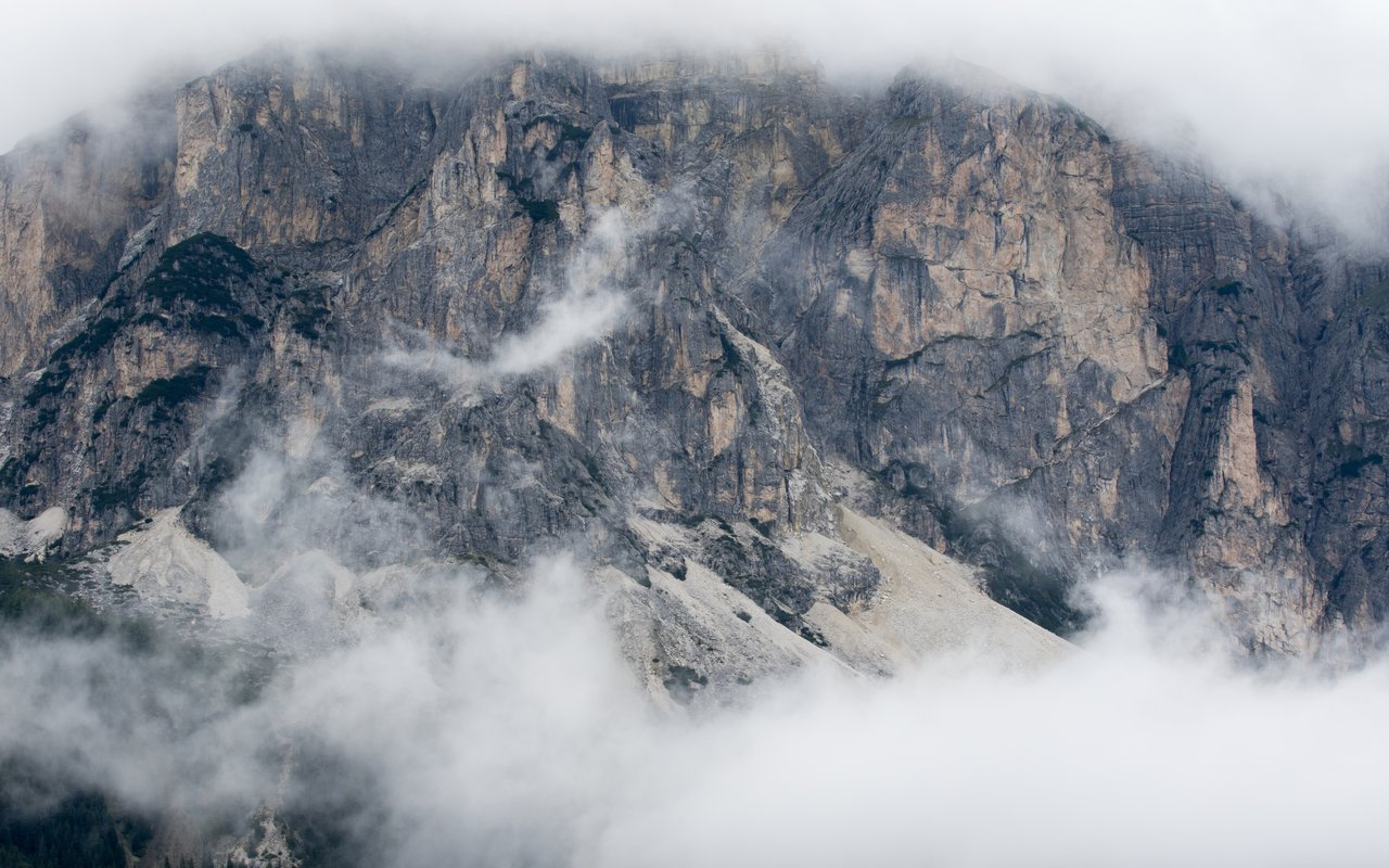 AWAYN IMAGE Hike to Rifugio Lagazuoi