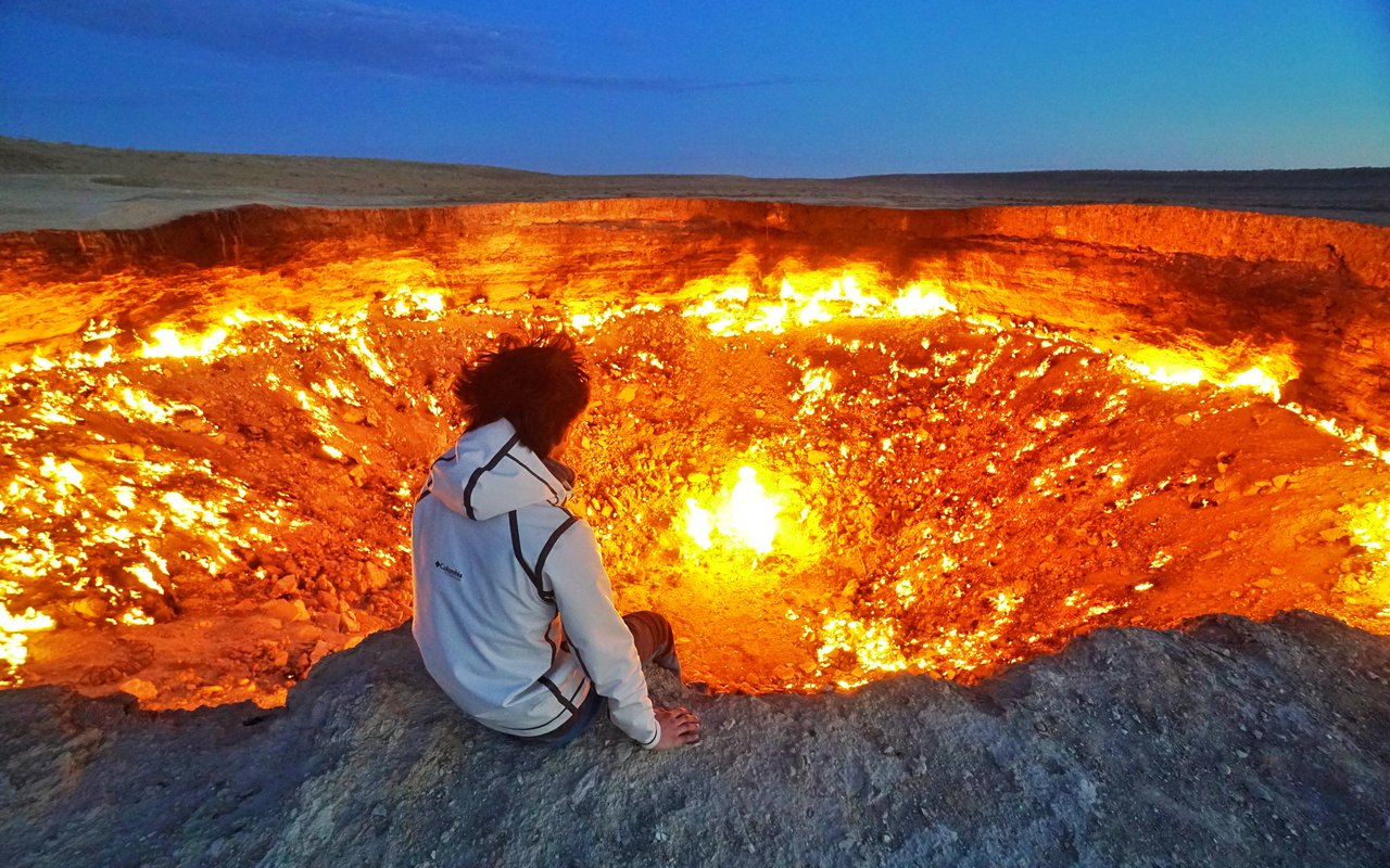 AWAYN IMAGE Experience Darvaza Gas Crater