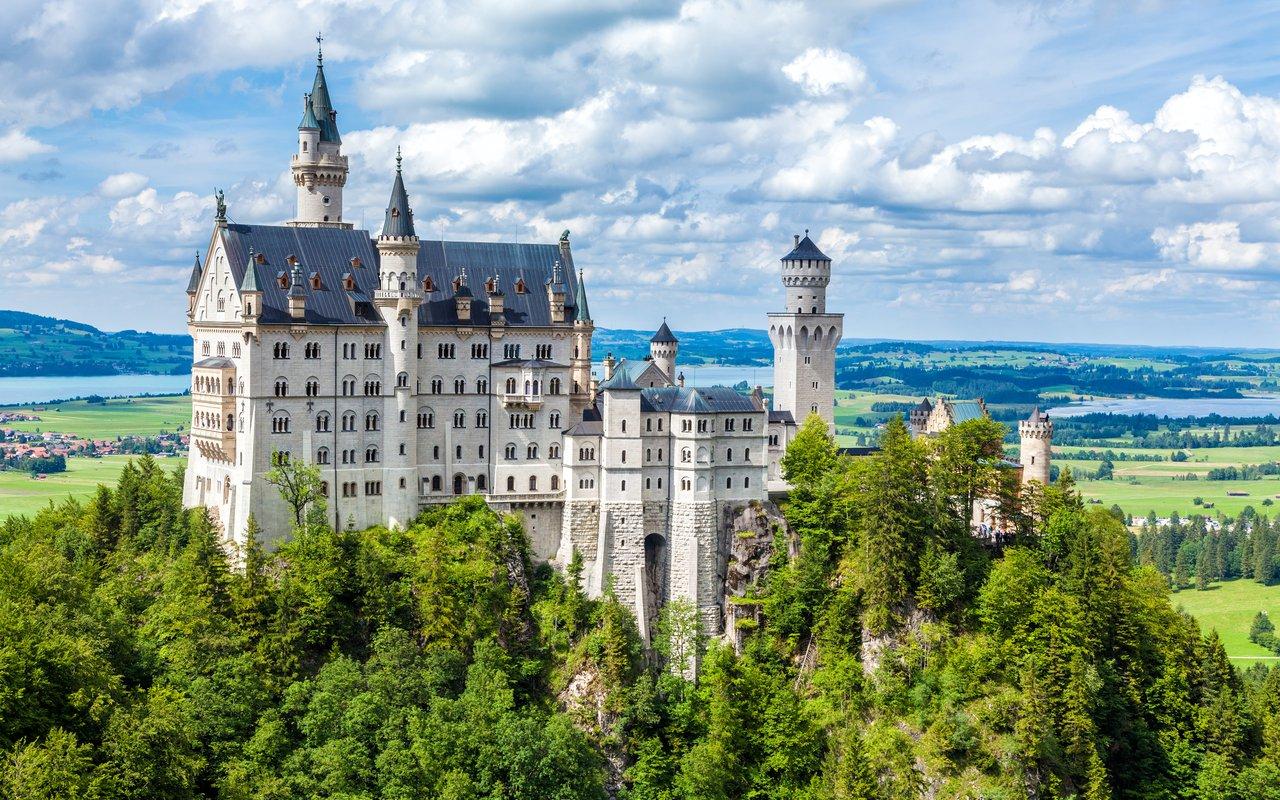 AWAYN IMAGE Neuschwanstein Castle