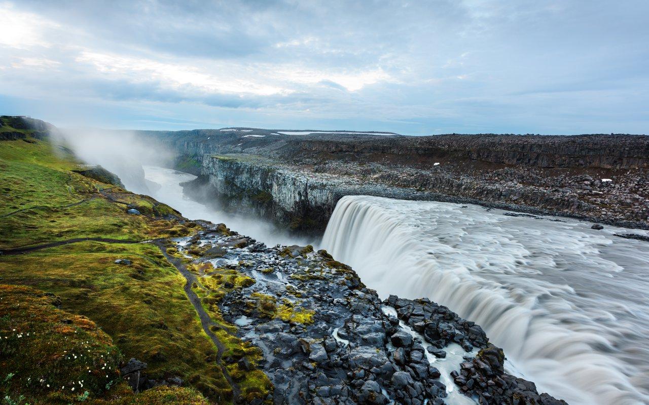AWAYN IMAGE Dettifoss Waterfall (Lake Myvatn)