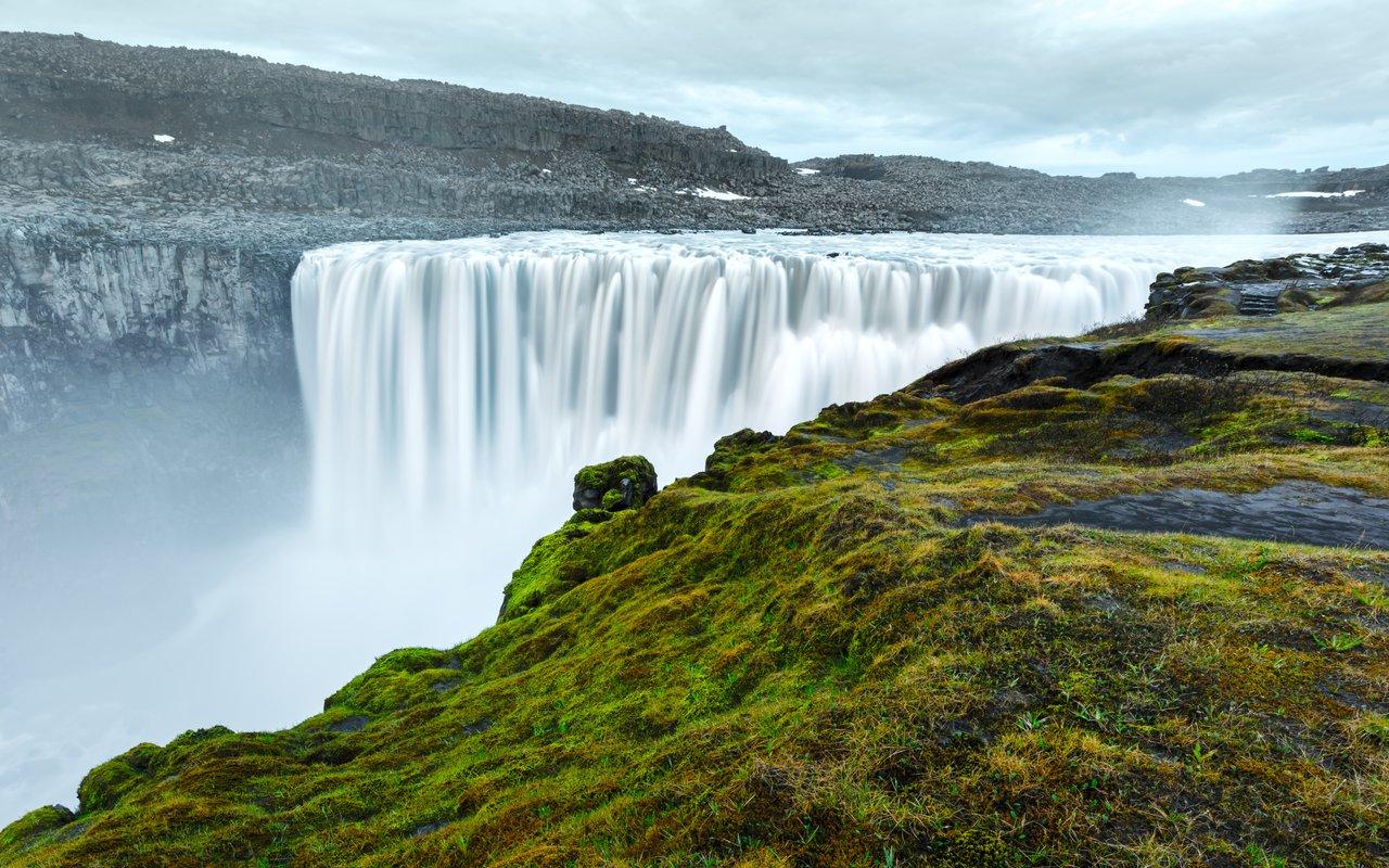 AWAYN IMAGE Enjoy the view of Dettifoss Waterfall (Lake Myvatn)