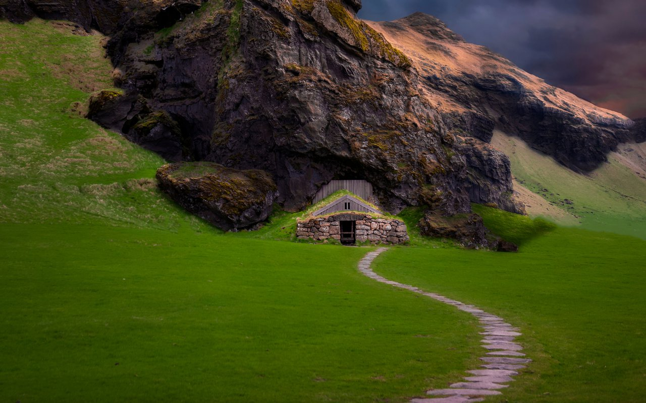 AWAYN IMAGE Photograph the Rútshellir Cave in South Iceland