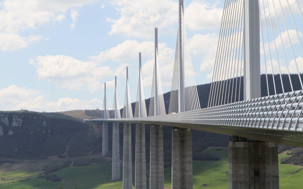AWAYN IMAGE Visit the Spectacular Viaduc de Millau