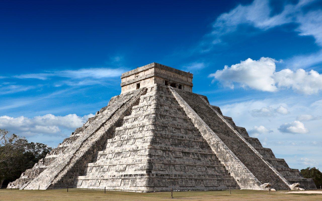 AWAYN IMAGE Explore the enchanting Chichén Itzá