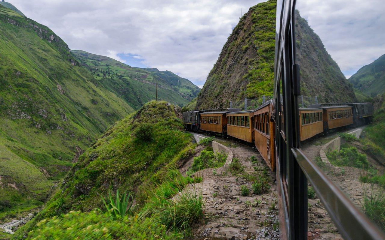 AWAYN IMAGE Devil's Nose (Nariz del Diablo) Train Ride