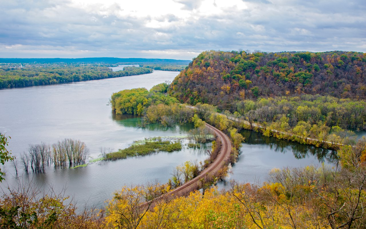 AWAYN IMAGE Learn History at Effigy Mounds National Monument