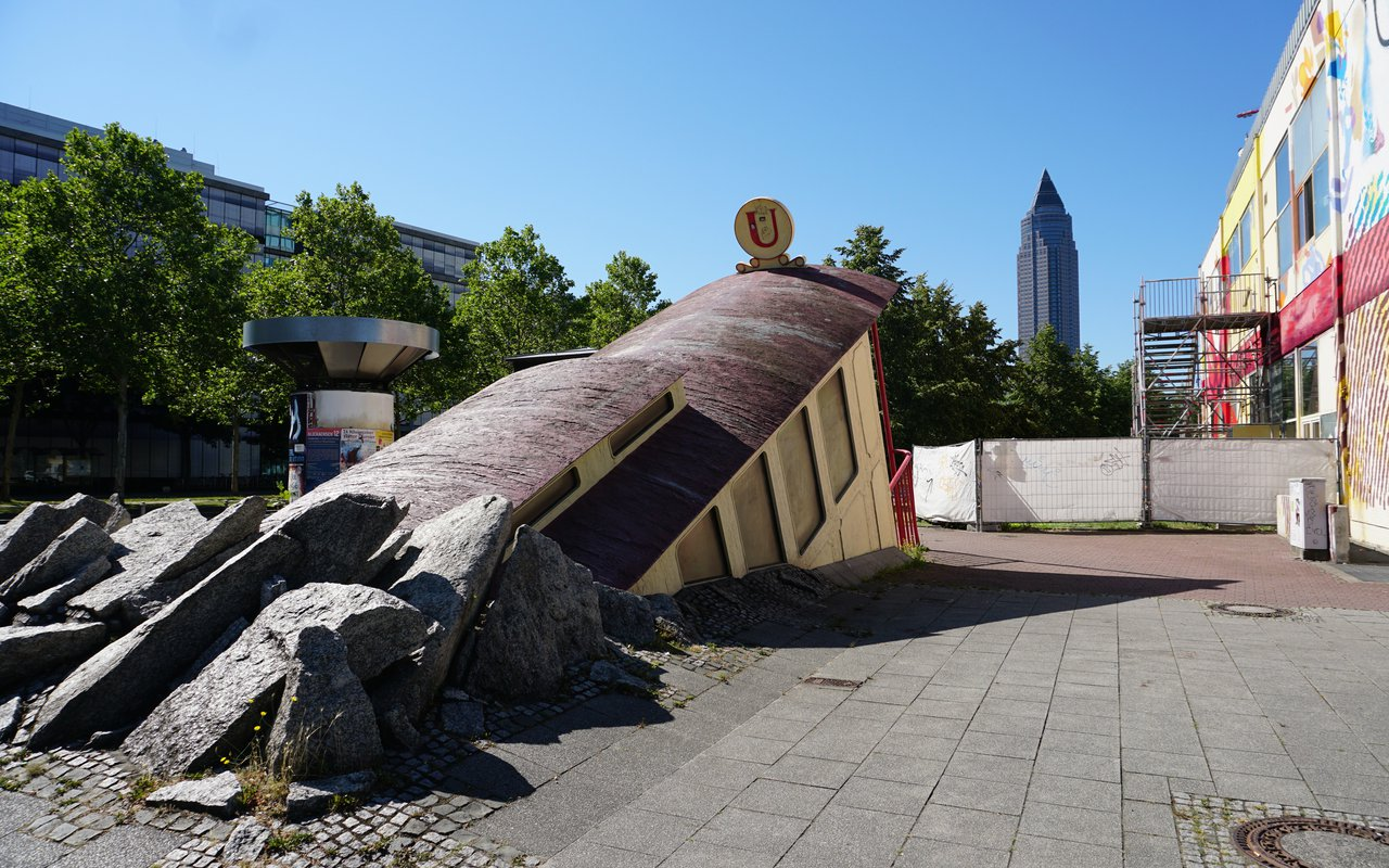 AWAYN IMAGE Bockenheimer Warte Subway Station Entrance