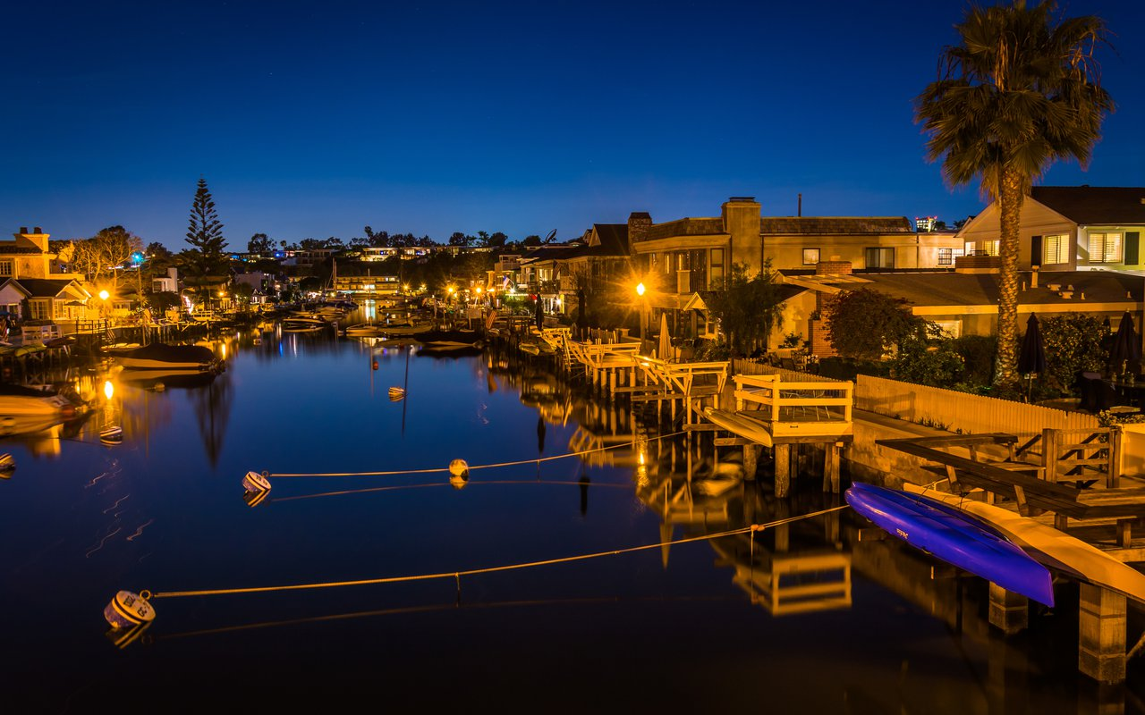 AWAYN IMAGE Dining and Water Adventures at Balboa Island