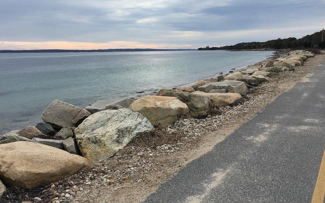 AWAYN IMAGE Biking in Shining Sea Bikeway