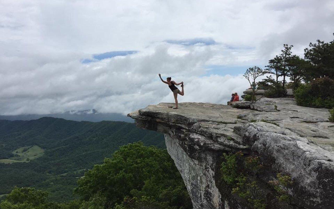 AWAYN IMAGE McAfee Knob Appalachian Trail