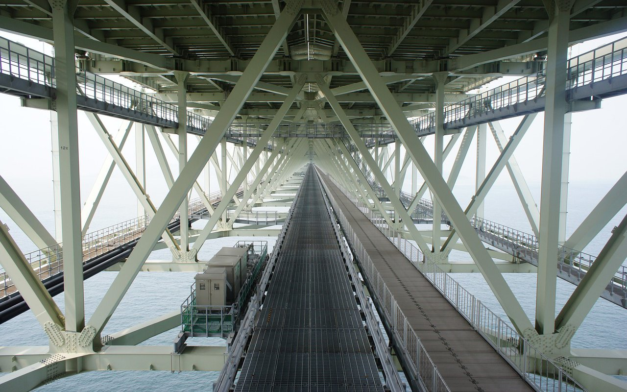 AWAYN IMAGE Walk across Akashi Kaikyo bridge