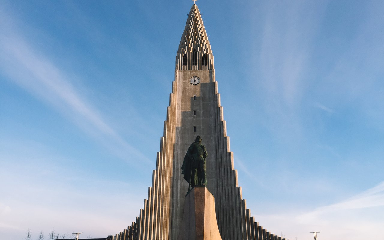 AWAYN IMAGE Photograph the Hallgrimskirkja Church