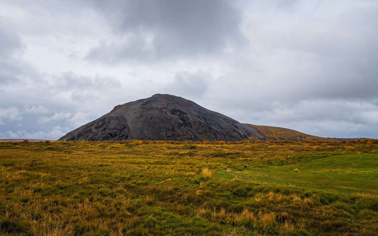 AWAYN IMAGE Hike to Vindbelgjarfjall volcano