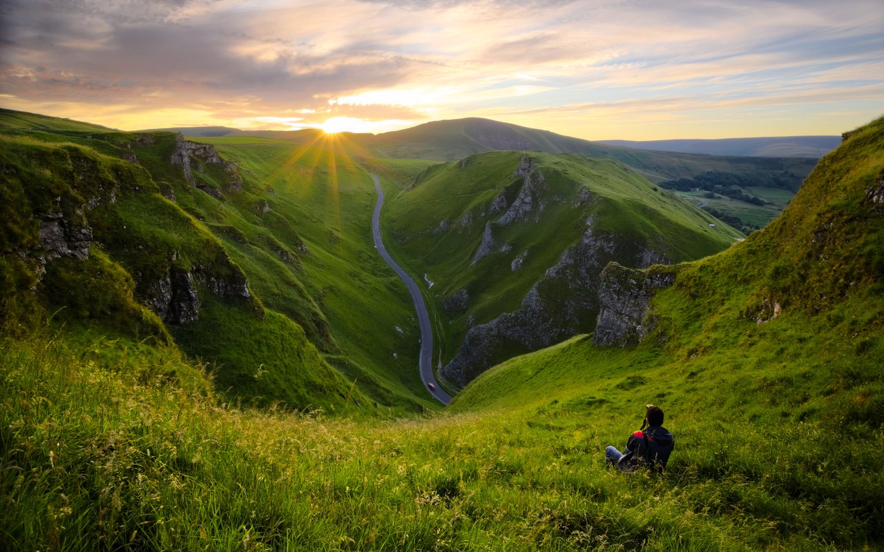 AWAYN IMAGE Catch the sunrise on top of Winnats Pass
