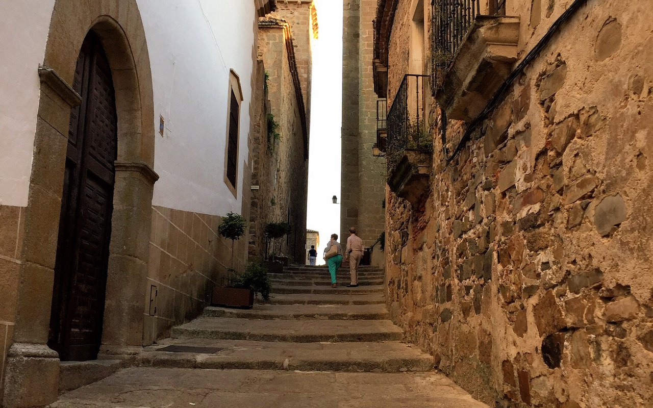 AWAYN IMAGE Walk around Old Town of Cáceres