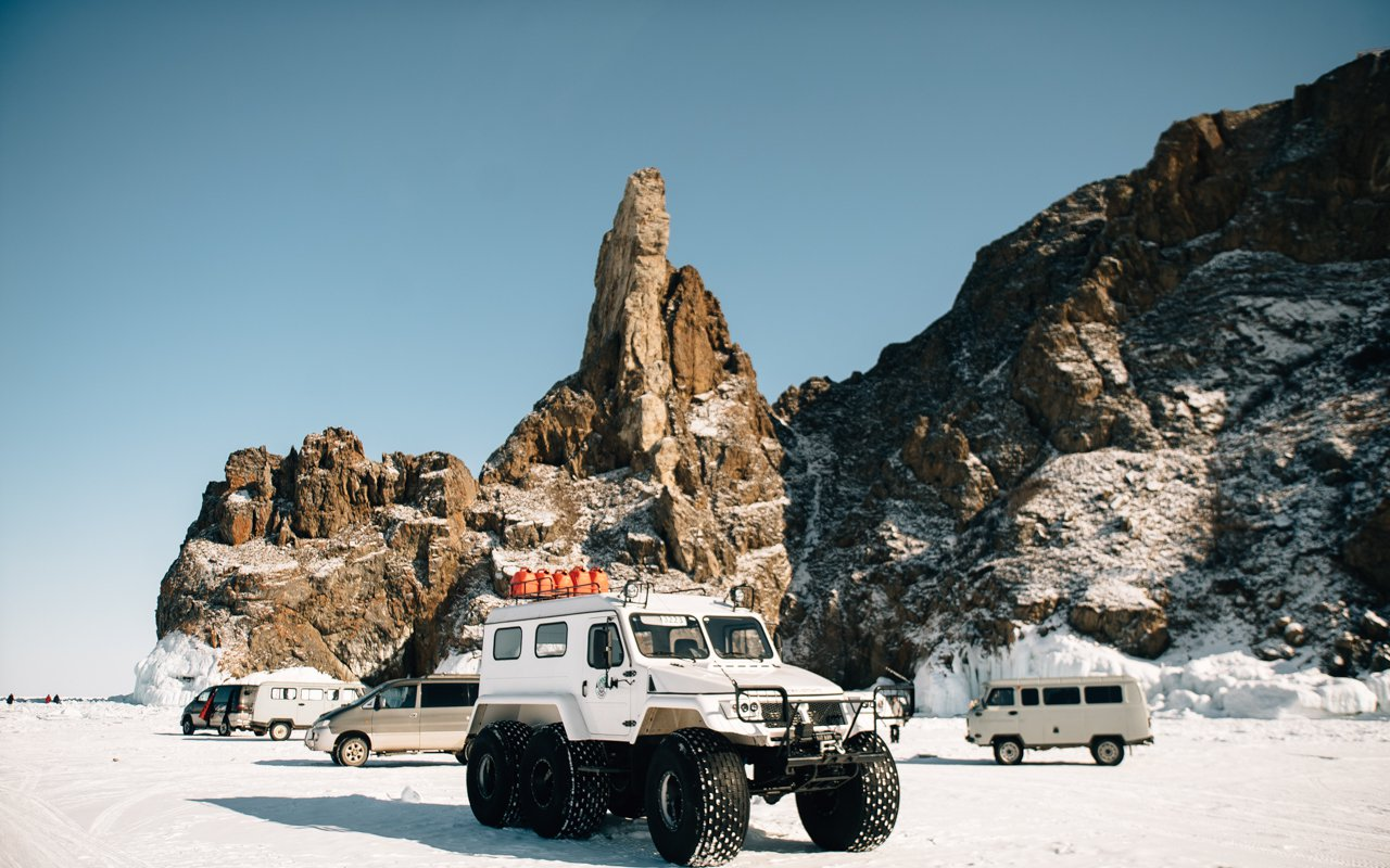 AWAYN IMAGE Explore in Lake Baikal