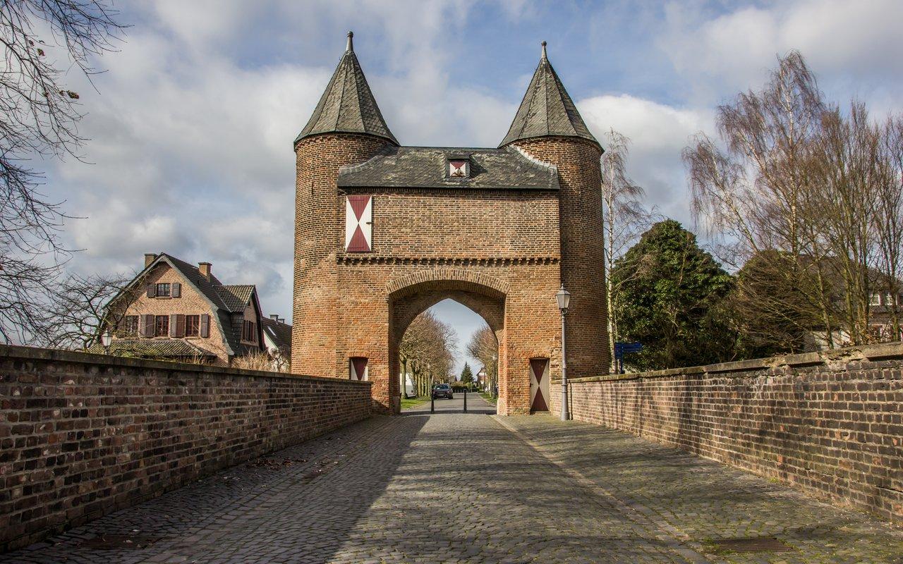 AWAYN IMAGE Visit Klever Gate