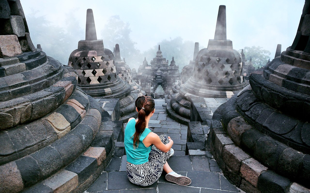 AWAYN IMAGE Visit Borobudur Temple  at Sunrise