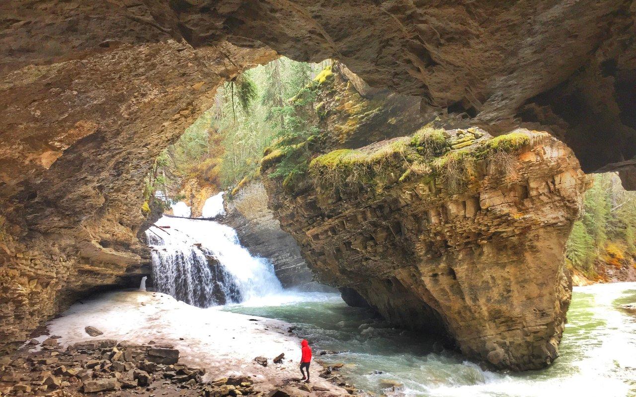 AWAYN IMAGE Hike to Johnston Canyon Creek Trail