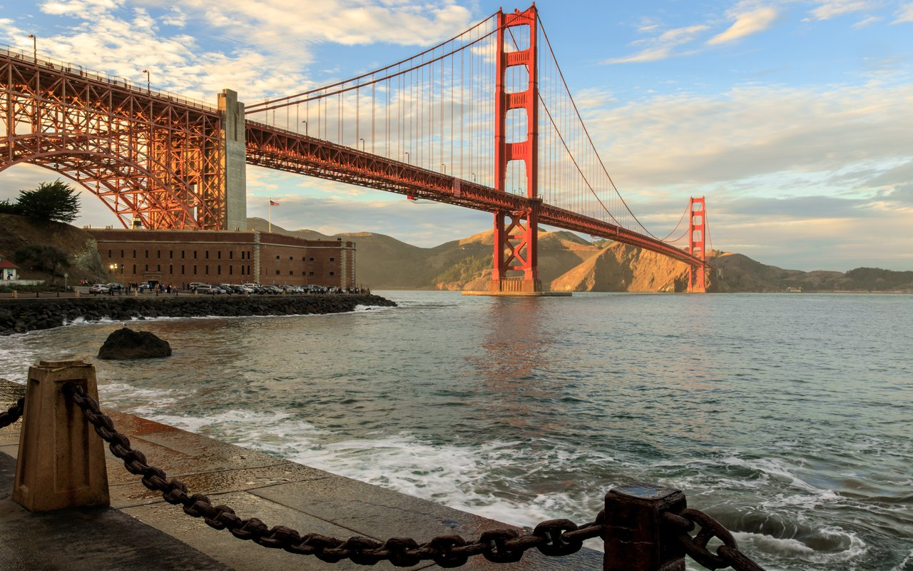 AWAYN IMAGE Get View of Golden Gate at Fort Point National Historic Site